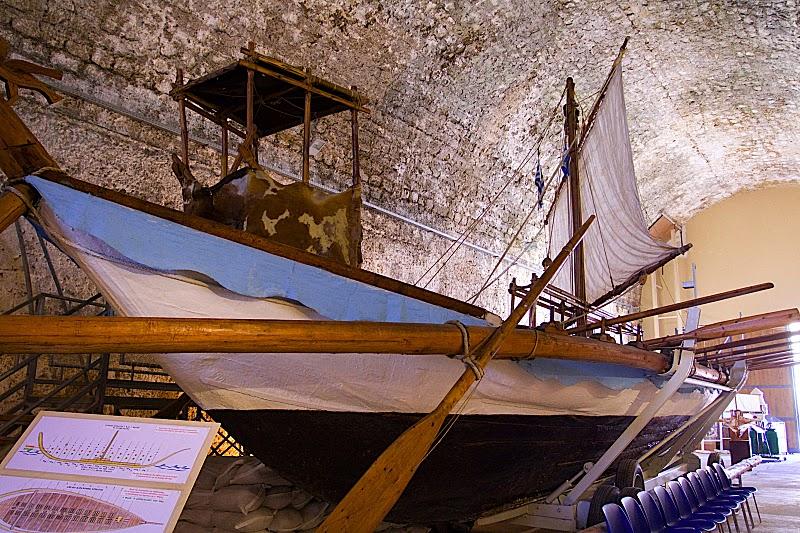 reconstitution moderne d'un navire minoen