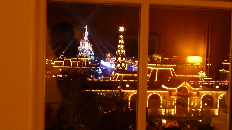 La vue du disneyland hotel la nuit for Chambre castle club disneyland hotel