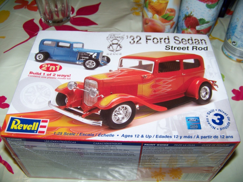 Ford 32 sedan revell 2 in 1 for Garage ford cavaillon